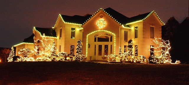 Outdoor christmas decorating ideas make it sparkle for Cool outdoor christmas lights