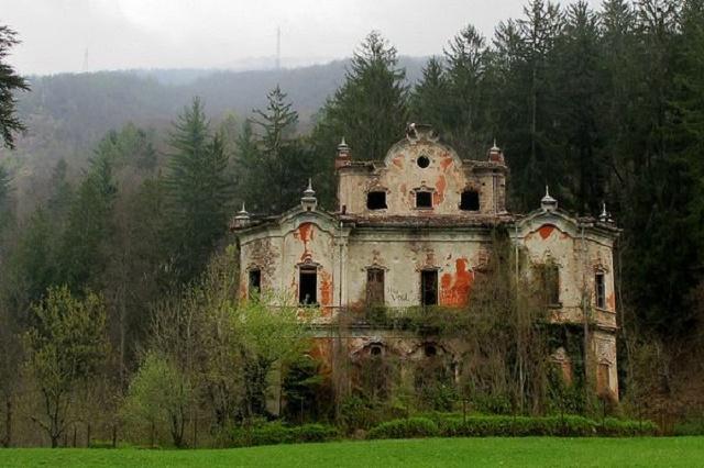 villa-de-vecchi Friday the 13th