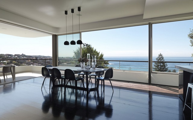 Outstanding beach houses you want to see for Restaurants with balcony