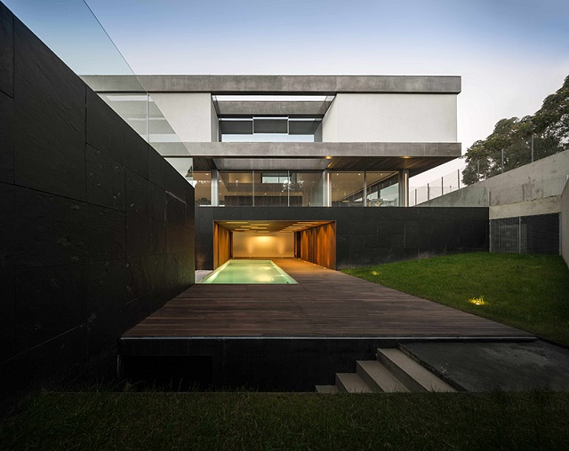 """""""The levitating house"""" house that appears house that appears The house that appears to levitate img 11 1397556912 42a0e188f5033bc65bf8d78622277c4e"""