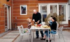 family homes Build a house for the family. 5 great family homes pyatt kahn house courtyard portrait1 234x141