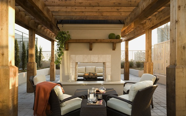 How to create the perfect outdoor living room