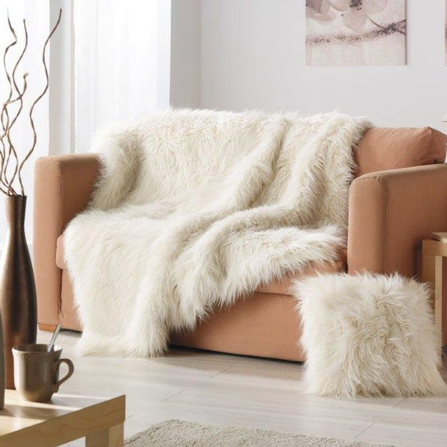 fuzzy_cozy_home_17 FALL 2014 TOP 10 HOME DESIGN IDEAS FOR FALL 2014 fuzzy cozy home 17