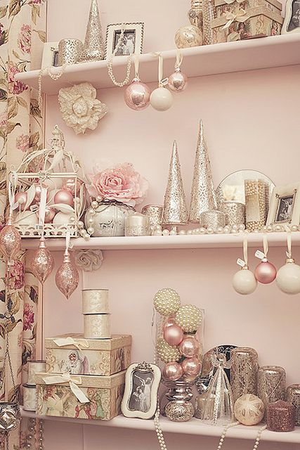 The Christmas spirit can be achieved with light and pastel colors too. Christmas decoration