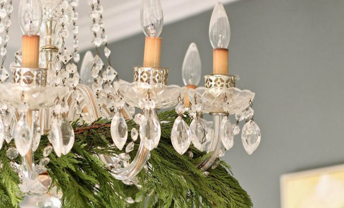 christmas-home-decor-vintage-chandelier Vintage Chandelier Christmas Home Decor: Vintage Chandelier christmas home decor vintage chandelier