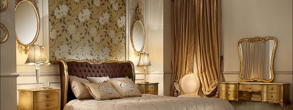 Gold mirrors-the latest trend! fabulous bedroom design apply classic elegant style with antique looks bed and decorated with ancient mirrors