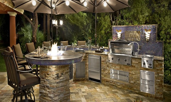 small backyard ideas OUTDOOR LIVING: 10 SMALL BACKYARD IDEAS FOR YOUR HOME custom outdoor kitchen1