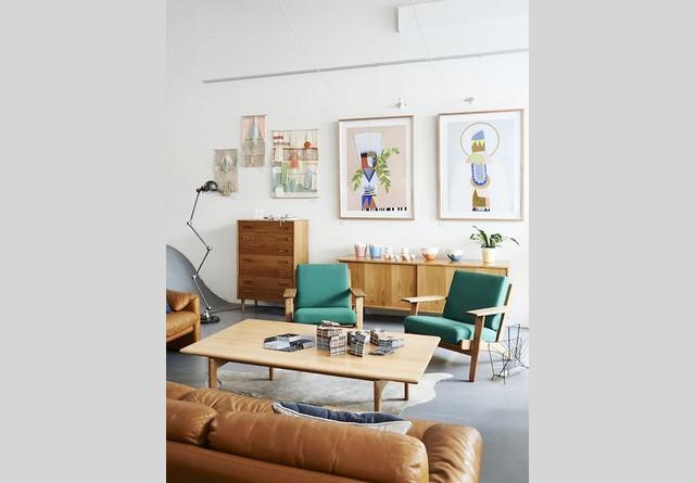gostinaya-v-skandinavskom-stile-34 colorful armchair floor lamps Living room design ideas: 50 inspirational floor lamps gostinaya v skandinavskom stile 34 colorful armchair