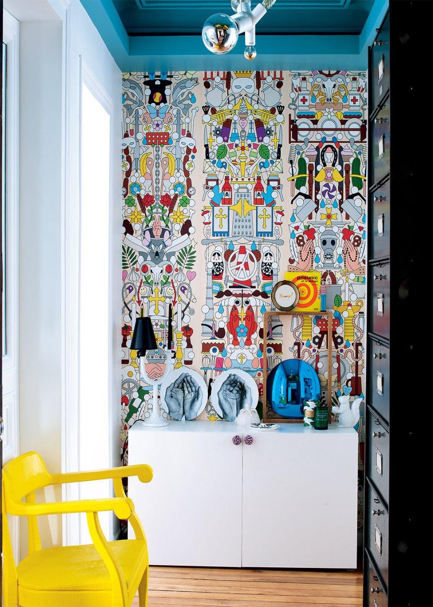 A modern apartment design featuring pop colors home design ideas Home Design Ideas: A modern apartment design featuring pop colors 1 entree de lappartement de xavier de saint jean au style arty