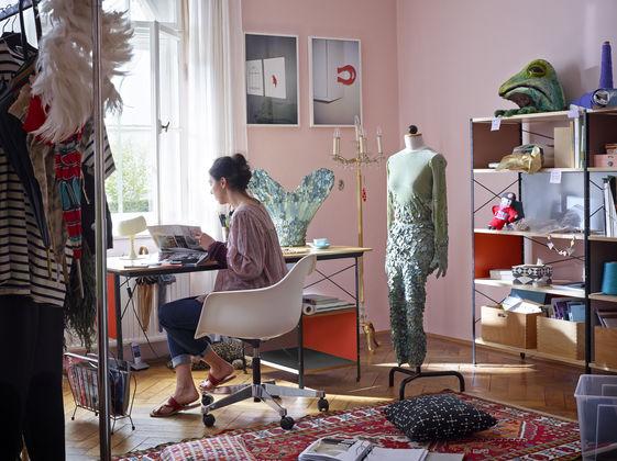 Home Design Ideas from iSaloni 2016: Vitra home design ideas Home Design Ideas from iSaloni 2016: Vitra Eames Plastic Armchair PACC Eames Desk Unit EDU Eames Storage Unit ESU