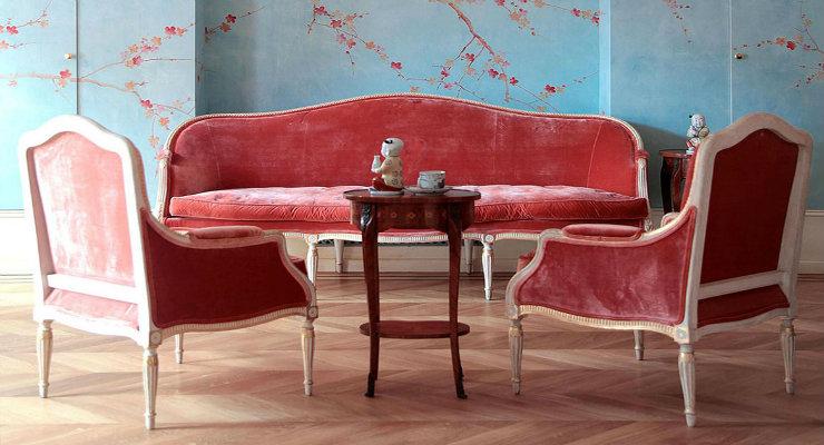 Home Design Ideas Using Antique Furniture Pieces