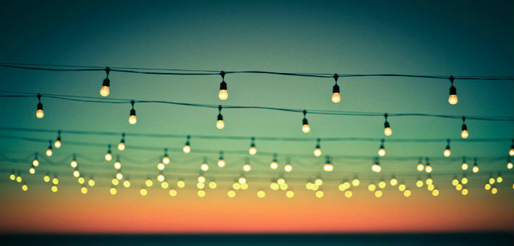 10 Modern Design Patio Ideas for Summer Nights with String Lights2