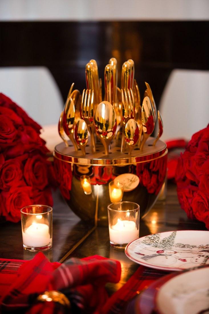THESE ARE KRIS JENNER'S FAVOURITE CHRISTMAS HOME DESIGN IDEAS kris jenner 10 PHOTOS PROVING KRIS JENNER HAS THE COOLEST CHRISTMAS DECORATIONS kris jenner 07