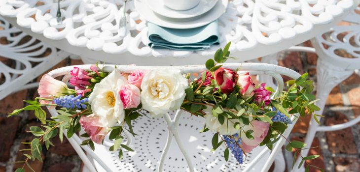 10 Creative Ways to Add Spring Flowers to Your Home Design