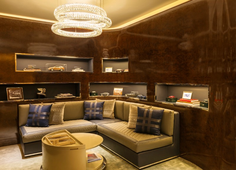 BE DELIGHTED BY THIS LUXURIOUS SUITE AT THE ST. REGIS DUBAI
