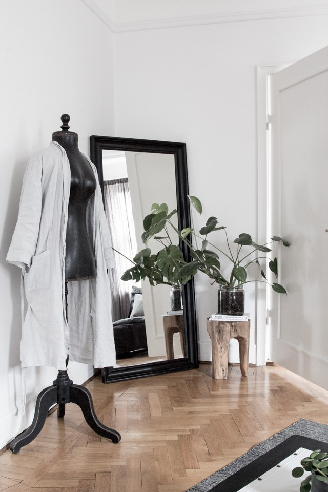 Room of the Week: White and Gray Bedroom with a Nordic Design Feeling gray bedroom Room of the Week: White and Gray Bedroom with a Nordic Design Feeling Room of the Week White and Gray Bedroom with a Nordic Design Feeling 4