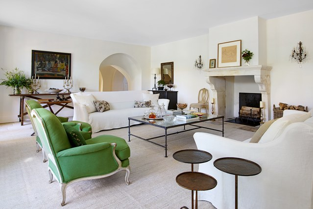 Be Dazzled By This White Room Interiors! 1