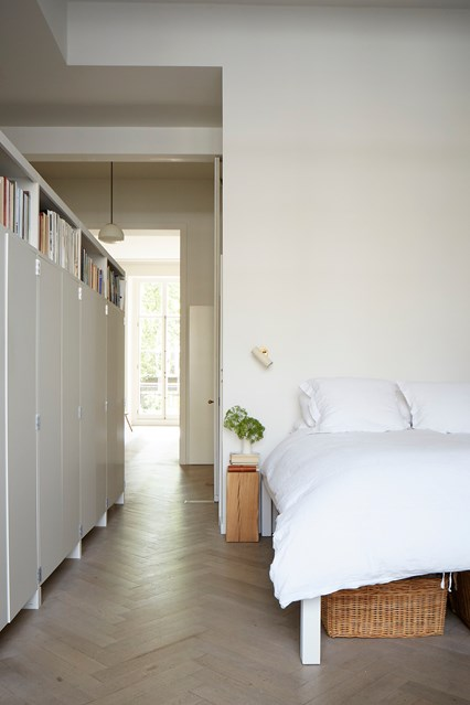 Be Dazzled By This White Room Interiors! 2