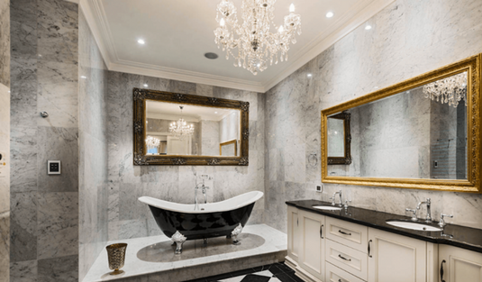 The Luxury Bathroom Interior Design You Need to Tune In!